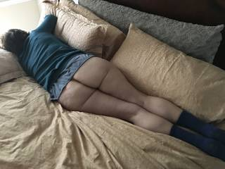 She took a break after an extended session of play. She has great ass, doesn't she?