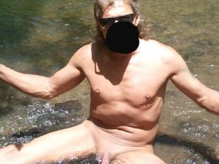Love being nude outdoors. Would like to have some more nudists.