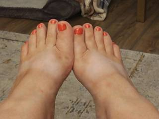 My summer tan lines and fresh pedicure makes hubby happy and horny. Do you like ?