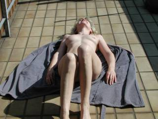 my girlfriend posing nude... she loves comments...!!