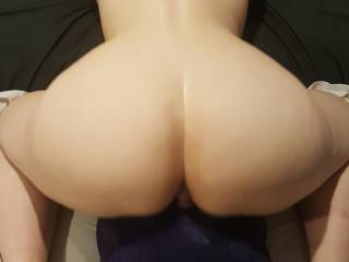 Love watching her fuck herself with her sex pillow till she cums all over it