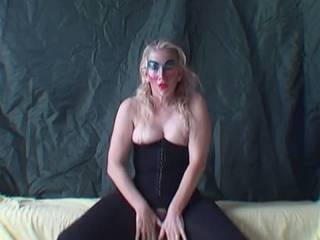Housewife dances in crotchless leggins!