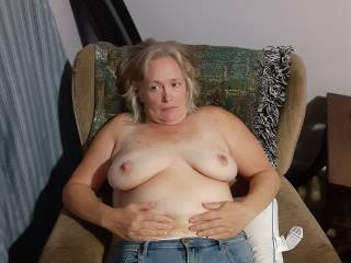 Would love to no how meany guys actually use my tits as wallpaper on there phones