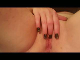 Girlfriend playing with that pretty pussy