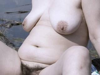 That is a fine looking hairy pussy.Would lov to see it in action..Lets make some cream pie..