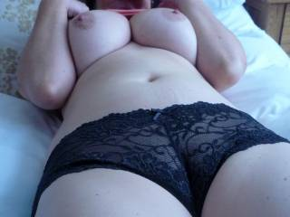 Who could not like those big very beautiful breast, And that cameltoe pussy, As a matter of fact, her whole body id very beautiful !! Id love the pleasure manytimes !!!!!