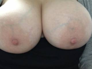 Damn those are some glorious big natural boobs! I hope your juicybooty is just as big ;-)