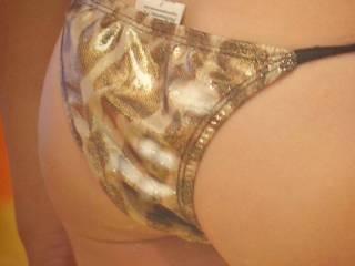 nice cumshot on her amazing butt and shiny bikini panties. anyone like to add to it?