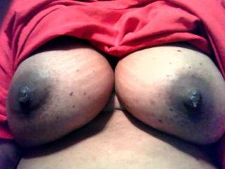 would like to play with your beautiful boobs while sucking your delicious nipps.