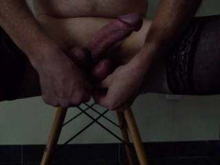 Howto bond your balls and cock with a shoe lace