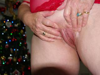 Mature Women..XXX ready to receive .. are you ready.. to Squeezeit first and then....
