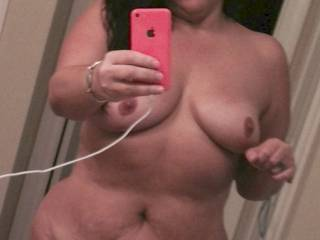 Mmmm what a sexy body she has. I hope to see more of her showing off her goodies ;-)