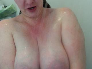 Heavy milk filled tits in the shower... wanna suck on them?  💋💋💋