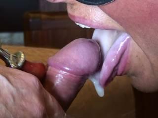 spunk on tongue! Sie sagte: aber spritz´ mir nicht in den Mund...