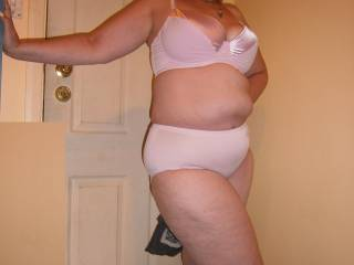 I love big full figure women you can have your skinny girls give me a real woman any time