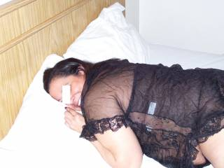 Latina fuck buddy posing on New Year\'s  Eve waiting for me to fuck her