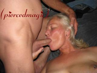 love to suck cock!!