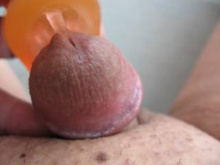 When I vibrate my shaved Asian cock with a clit vibrator, I some times like to stick its fingers inside my opening