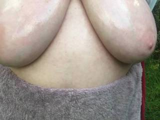 Made yesterday - top up, tits out, tits oiled - then arms behind back, to emphasize the magnificence of the view. Lastly, as a bonus, my friend bounces up and down - as do her lovely tits !