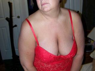she cant figure out why guys look at her tits all the time