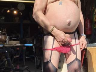 Makes my prick stiff when it's hot so have to strip off and rub it. Till I cum