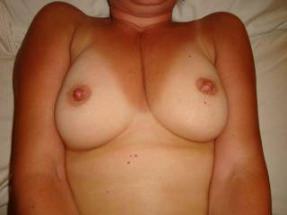 Absolutely scrumptious boobs, and nipples.  Who would not want to see more of this lovely treat.