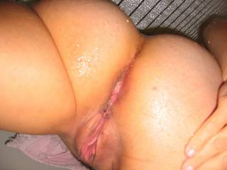 what a beautiful ass and fantastically fine looking pussy...would luv to bury my face in there for a while followed by  my cock and fingers