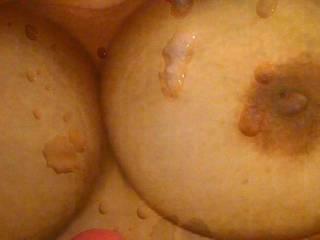 Cum on allcurvs sweet tits!