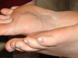 vrey nice.. would love to cum over your feet too...