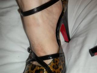 I NEED TO WORSHIP THEM AFTER AND BE LICKING THEM AS YOUR STUD'S FILL YOUR HOTT SWEET HOLES!!!!!AS I LICK AND SUCK YOUR TOES THUR THEM!!!MMMMMMMMMMMMMMMMM SOO HOTT!!