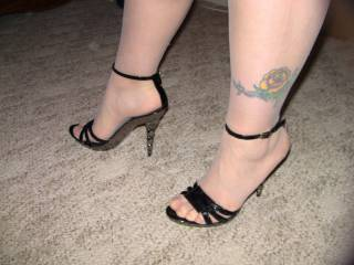Sexy feet in nylons and heels love my cock rubbing on them