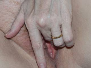 mmmm nothing tastes as good as a wet mature pussy, I would love to slip my tongue in and enjoy those sweet juices as I give your clit a nice licking.