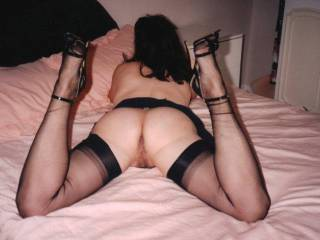 love to kiss those legs all the way to her sweet wet pussy xxx