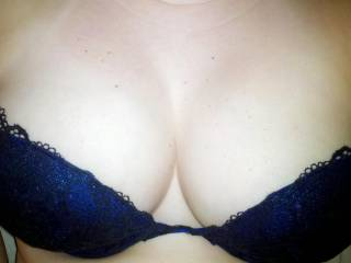 Don\'t you just love her big natural tits?