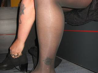 mmmm great legs and feet would love to cum on them xxx