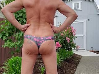 Love having something in that booty crack.