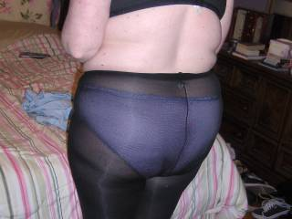 A nice Full shot of her Ass in pantyhose!