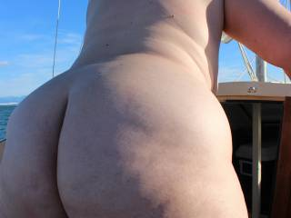 What a fine thick big sexy ass what fun we could have playing and doing some photos and videos Mmmmmmmmm