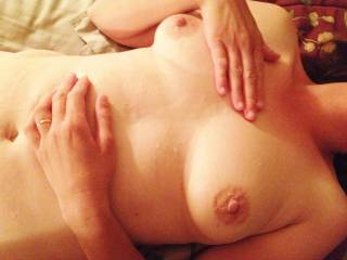 Mmm, me please! I'd love to shoot my sperm all over those gorgeous tits ;)