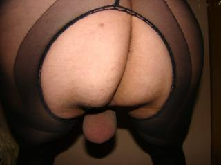 yummy tight balls sack to suck on,love to for you then I would suck that yummy cock for cum.