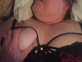 Grabbing wifes tits while shes cumming..