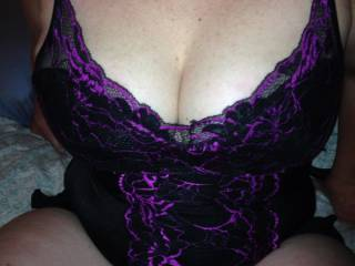 You look so very sexy. I love the lingerie.