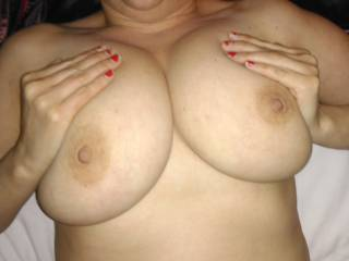 Wife waiting to give me a tit wank
