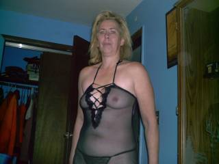 I HAVE NEVER HAD A 50 YR OLD BUT AFTER THIS PICTURE AND HER COCK SUCKING PHOTOS I SURE WOULD BE WILL'IN TO TRY HER OUT