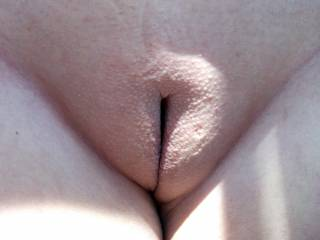 Hmmmmm gorgeous, smooth pussy! Looks like it needs a lashing with my tongue!! Lee x