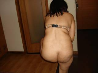 My wife want to show her ass and sexy body