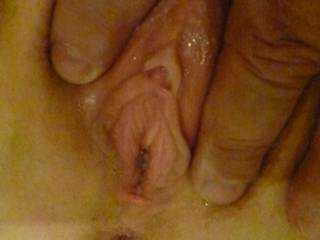 holding her wet pussy open
