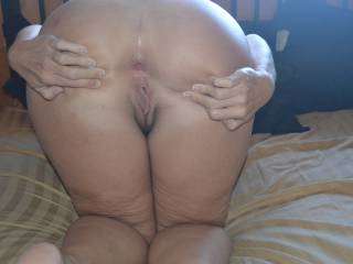 I love those two holes..especially that ass..wanna lick that.
