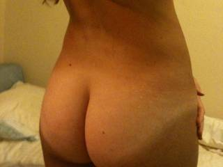 Just a stunning ass. Big nit a chance, perfect oh yes. Mind if i explore every nook and crack oooooohhhh