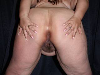 Welcome to my second \'wideopenwednesday\' post. I love to spread my wide white ass for you knowing you\'ll soon all be looking at my holes!